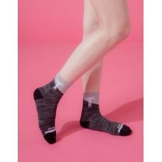 字母撞色花紗氣墊襪-黑色